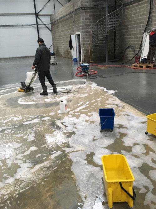 Nettoyage de sol d'entrepôt à Paris
